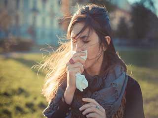 सर्दियों में आप भी पहनते हैं ऐसे कपड़े, तो हो जाएंगे बीमार