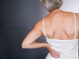 महिलाएं पीठ दर्द को न समझें मामूली, हो सकता है ये बड़ा रोग
