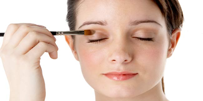 Camouflage your Black Eye with Concealing Make-up
