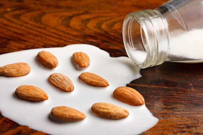 Almonds and Milk Cream Pack