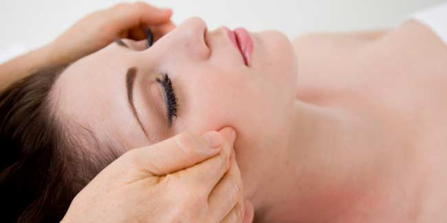 Get a Flawless Skin with these Acupressure Points on Face ...
