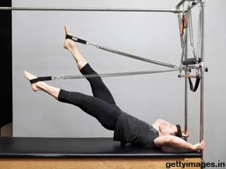 Double Leg Stretches - Pilates Exercise 12 for <strong>Beginners</strong>