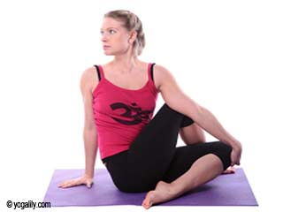 Half Spinal Twist Yoga to Reduce <strong>Belly</strong> <strong>Fat</strong>