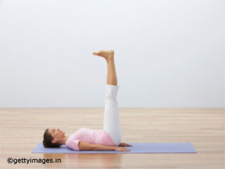 Double Leg Raise Pose <strong>Yoga</strong> to Reduce Belly Fat