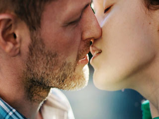 How To Make A Kiss Memorable And How To Avoid <strong>Mistakes</strong>