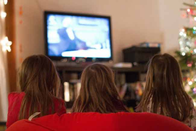 Myth 3:Sitting too Close to the TV can Cause Temporary Damage to the Eye