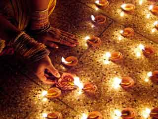 Dos and don'ts for a <strong>safe</strong> and colourful diwali