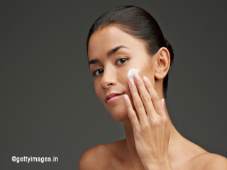 How to moisturize skin naturally