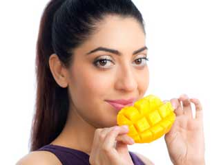 Eating Mangoes could <strong>Lower</strong> <strong>your</strong> Blood Sugar Level