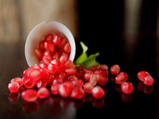 7 Skin Care Benefits of Pomegranates