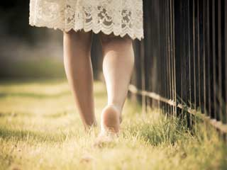 4 Reasons why Walking on Grass is Good for your Health
