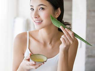 7 Easy to make aloe vera face packs