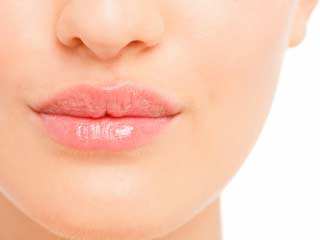 7 Amazing benefits of using glycerine on your lips
