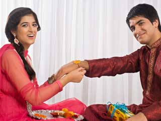 This Raksha Bandhan, pick a Rakhi <strong>colour</strong> according to his sunsign