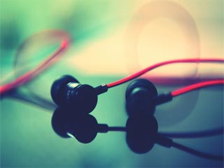 5 health hazards of using earphones