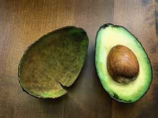 Cut <strong>Cholesterol</strong> by Having Avocados Daily