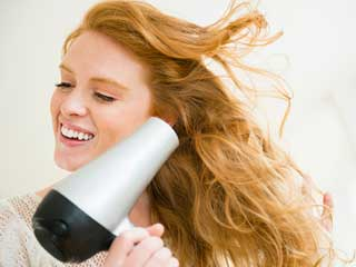 How to <strong>dry</strong> your <strong>hair</strong> without damaging them