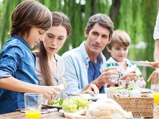 Choose the right foods for your <strong>family</strong>