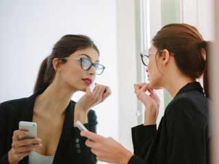 5-minute make-up <strong>ideas</strong> for smart, working women