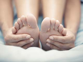 Step by step guide to doing ayurvedic <strong>massage</strong> for feet at home