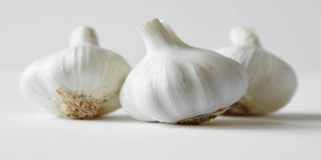 Lower cholesterol and blood sugar levels naturally with garlic
