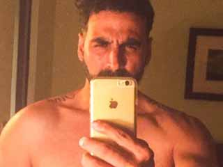 <strong>Akshay</strong> Kumar's shirtless selfie: His fitness secrets revealed