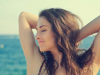 Remove your armpit hair with the help of some easy <strong>homemade</strong> tips