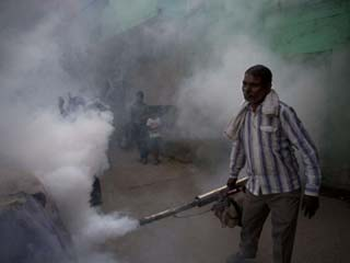 Delhi tries to contain dengue <strong>outbreak</strong> as 9 people die