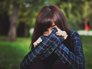 5 Things you will love and hate about dating a shy girl