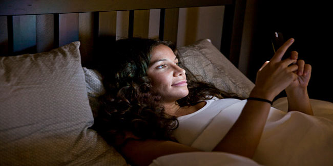 Does using cellphone at night affect fertility?