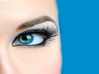 Use blue eyeliner or mascara to brighten your eyes