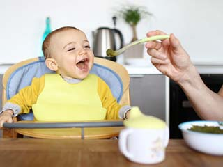 How to introduce solid food safely to your <strong>baby</strong>