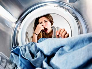 <strong>Tips</strong> to get rid of that moldy smell from your clothes during monsoon