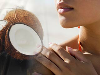 Reasons to use coconut <strong>oil</strong> for sun tan removal