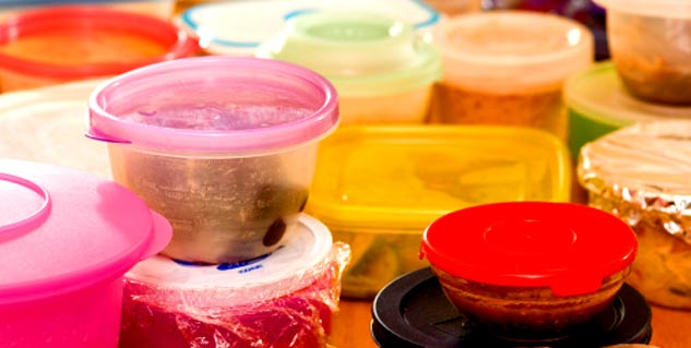 Useful ways to remove stains from plastic containers