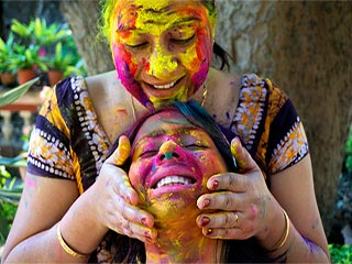 Skin care before and after <strong>holi</strong>