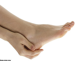 Home remedies to <strong>get</strong> rid of cracked heels