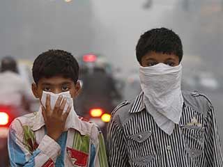 Smog killing Delhi: <strong>Air</strong> <strong>pollution</strong> health threat back in Delhi