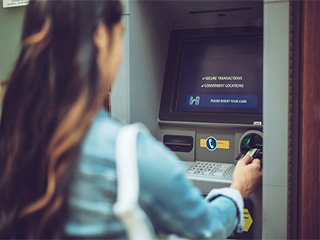 Beware: 4 ways to stay disease-free when visiting the ATM, because they are full of <strong>germs</strong>!