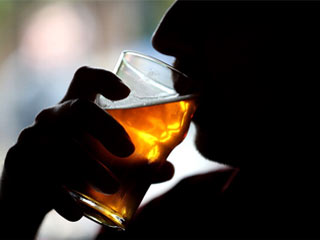 Drinking alcohol in moderate amount may cut the risk of stroke