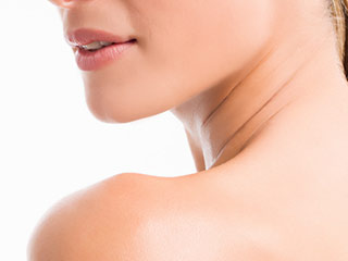 This is how you can get rid of darkness on your neck in just 20 minutes