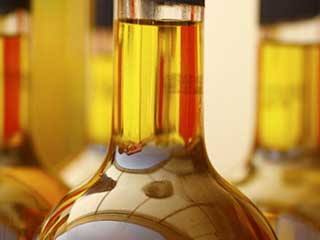 Homemade jojoba oil <strong>makeup</strong> remover : natural and safe to use
