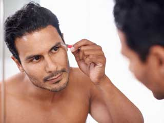 Eyebrow grooming : Guys, these tips will make your <strong>eyebrows</strong> look best