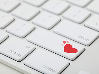 <strong>Online</strong> dating tips decoded