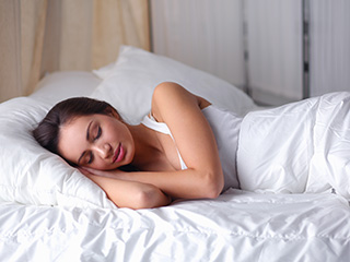 Know how a good night's <strong>sleep</strong> can be your ideal weight loss pill