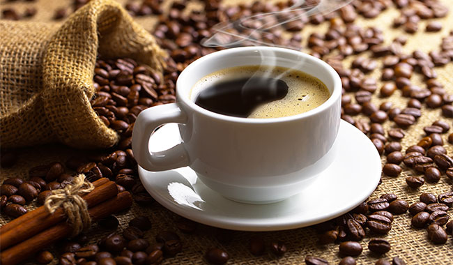 Does drinking black coffee aid weight loss?