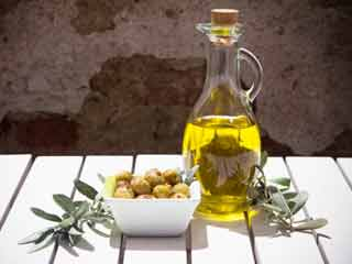 5 Signs you are using olive <strong>oil</strong> in wrong way