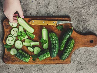 "<strong>Benefits</strong> of eating ""Unpeeled"" cucumbers that you were not aware of"