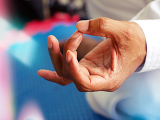 Know how yoga can help men lose weight fast and <strong>effectively</strong>
