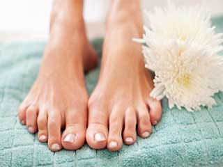 Foot care for <strong>elderly</strong> with diabetes